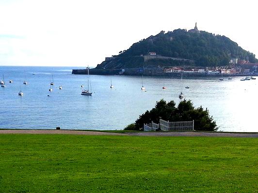 Summerschool mit Blick auf die Bucht von Donastia